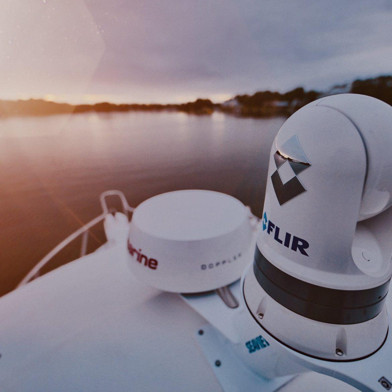 Seaview Dual Mount with FLIR M300 series thermal camera and Raymarine Quantum 2 radar