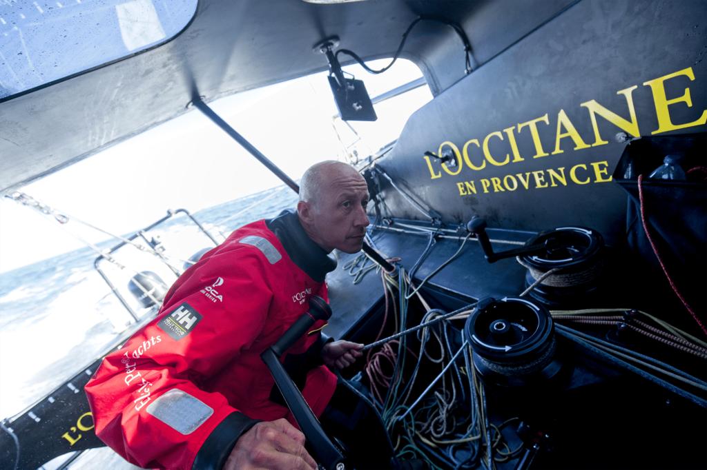 Armel Tripon dans le cockpit très protégé du nouveau bateau avec lequel il va courir le Vendée Globe. ©Pierre Bourras